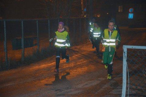 LØP: Når snøen lar vente på seg har de flyttet onsdagsrennene fra Seterkleiva til onsdagsløp rundt klubbhuset.
