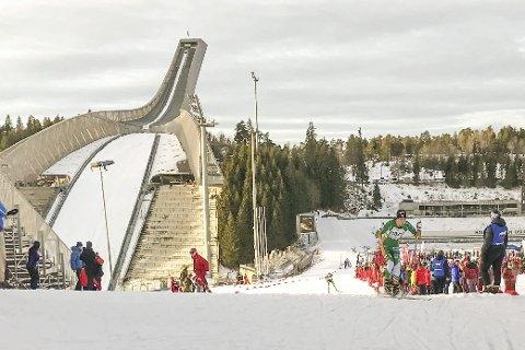 KOLLEN: Berger ILs skiløpere var med å sette farge på kollenhelgen for juniorer. Jørgen Dyrdahl forserer her bakken med landemerket i bakgrunnen. Foto Berger IL