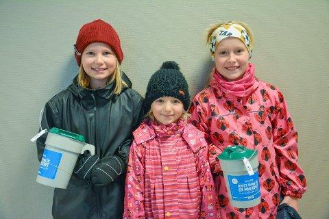 HJELPER:  Disse unge damer var med og samlet inn penger til UNICEF og Tv-Aksjonen. Fra venstre har vi Emma Nora og Helene. Vi må jo hjelpe fattige barn, sa de.