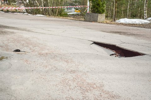 KUN ASFALT: Under asfalten er det meste vasket bort.