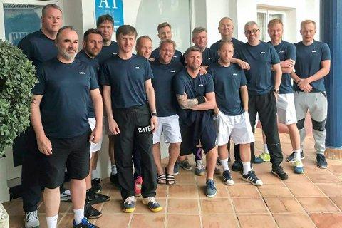 HOTELL: Gjengen på hotellet i Spania