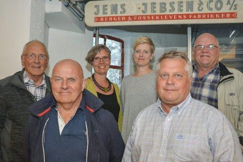 BERGERS HISTORIE: Styret i Berger historielag for 2017 Foran fra høyre: Leder, Tom Wang, Harald Hansen bak fra høyre, Rolf Stenberg, Anne Bingen, Anne Synnøve Vaagsland Horten og Arvid Hanssen.