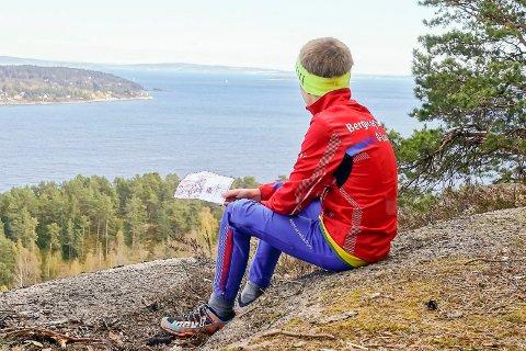 TUR-O: Dette å sies å være en av Tur orienterings gleder, å nyte utsikten. Her fra Berger der Drammensfjorden møter Oslofjorden