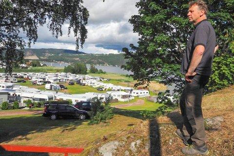 GOD SESONG: Daglig leder Hans Aamodt er fornøyd med årets besøkstall på campingen. Arkivfoto: Svein-Ivar Pedersen