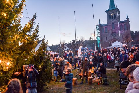 For åttende gang: Siden 2010 har det blitt arrangert julemarked i Svelvik. Her fra markedet i 2016.