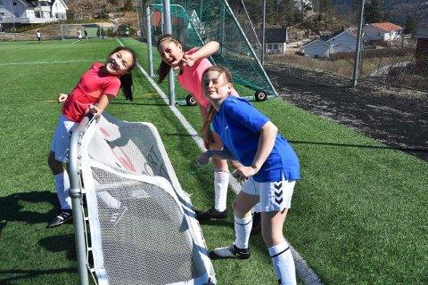 De eldste: Nora Eriksen, Nora Thorsen Oulie, Lily-Ann Murphy (foran i blå).