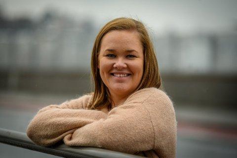 Ine-Elise Høiby er ansatt som daglig leder og ansvarlig redaktør i Svelviksposten, og tiltrer stillingen 1. januar.