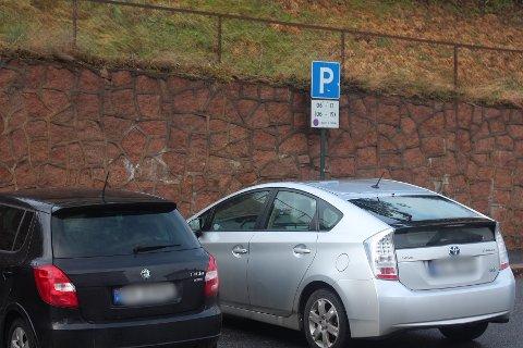 KAN BLI HÅNDHEVET AV DRAMMEN PARKERING: Denne parkeringsplassen i Svelvik sentrum er en av flere steder Drammen parkering kanskje vil komme til å håndheve reglene ved.