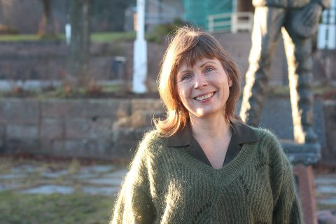 FOR SVELVIK: Gro Nebell Aronsen hadde ingen planer om å komme seg inn i politikken. Nå kjemper hun for Svelvik i kommunestyret.