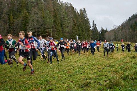 Det tradisjonsrike orienteringsløpet Kneskjælven tok deltakerrekord i fjor, og til tross for korona blir årets tall like bra, tror arrangøren.