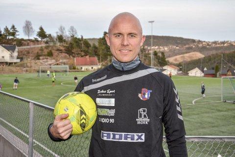 John Reidar T. Jensen i Svelvik idrettsforening mener idretten kan bidra til å skape gode holdninger hos barn og unge.