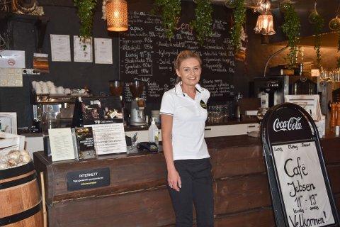Karolina Bartosz legger ned driften på Café Jebsen og Berger Gård. Nå satser de alt på cateringfirmaet og en annen restaurant.