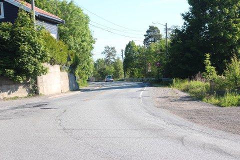 En strekning på 2,2 kilometer på Svelvikveien skal utbedres av Isachsen Anlegg.