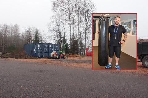 Lars Michelsen driver Svelvik Treningssenter, og eier tomta ved siden av - Markveien 35. Her skal han bygge lager/garasje.