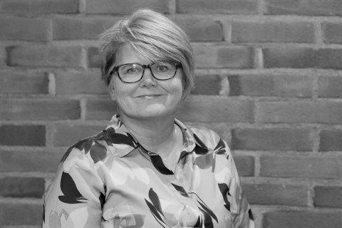 Inger Øverland er virksomhetsleder i helsefremmende tjenester 0-100 i Drammen kommune. Hun forteller at de har inntrykk av at ungdommer generelt håndterer pandemien godt, men også at unges sårbarhet kan forsterkes av den.