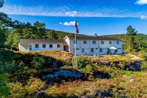 Denne hytta ble opprinnelig brukt som arbeidernes sommerhjem. Siden 2006 har den vært i privat eie. Nå er den til salgs.