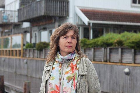 Gro Nebell Aronsen er frustrert, oppgitt og irritert over at kommunen bruker tid på å undersøke vannet i naturreservatet på Grunnane.