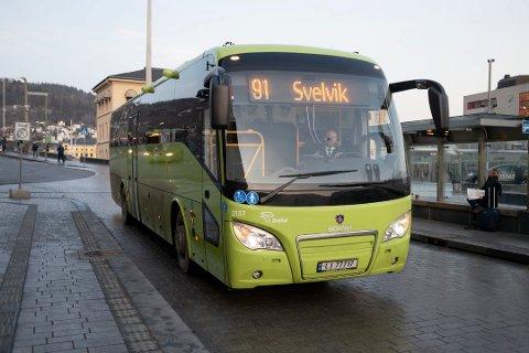 Det var på bussen fra Svelvik til Drammen en passasjer reagerte på manglende betalingsmuligheter på bussen.