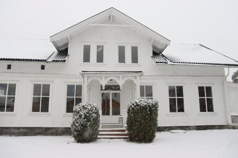 58 eneboliger ble solgt i Svelvik i 2020. Her er prestegården som ble lagt ut til salgs tidligere i år.