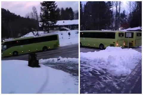 Bussene må rygge på snuplassen for å komme seg rundt.
