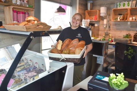Helene Jensen hos Lunsjeriet forteller at flere kunder har etterspurt flere bord.