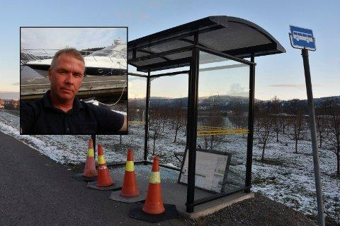 Pål Erik Langås er oppgitt over det han antar er hærverk på busskuret ved Skjønheim i Svelvik.
