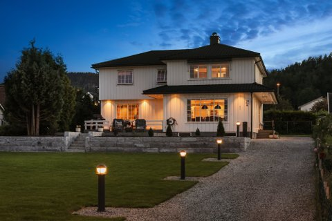 Tidligere i år ble dette huset i Strandgaten solgt for 6,8 millioner kroner.