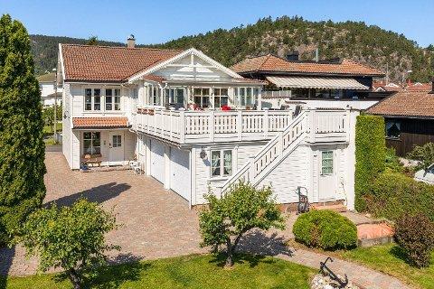 Strandgaten 9 er en av de dyreste boligene som har blitt solgt i Svelvik siste 12 månedene.