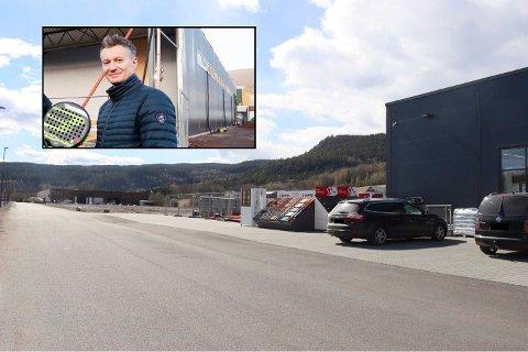 Daniel Picard, eier av Drammen Padel, håper å åpne padelhall i Svelvik Næringspark.