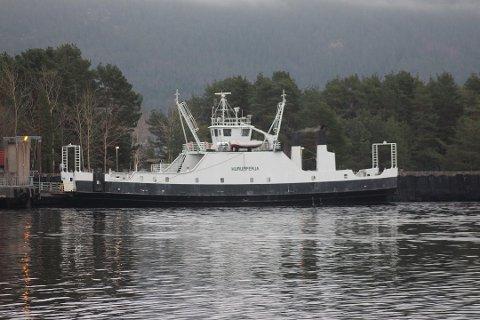 I et par uker er det Hurumferja som skal frakte passasjerer mellom Svelvik og Verket.
