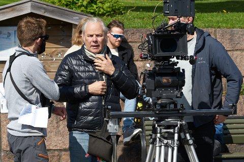 Snart klare: Harald Zwart sjekker utstyr.