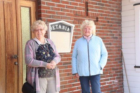 Marit Rasmussen fra Sande og Anny Pedersen er aktive i pinsebevegelsen Betania på Berger. Pedersen forteller at det ble «politistorm» da de bestemte seg for å synge ute i helga. Her fra en tidligere anledning.