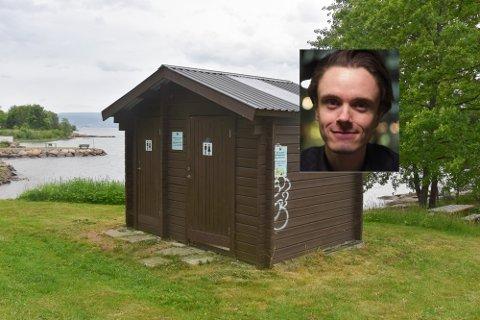 Politikerne i kommunen har vedtatt å gi 150.000 kroner til å holde de offentlige toalettene åpne lenger i år. Det gleder blant annet Herman Ekle Lund, gruppeleder Drammen Venstre (innfelt).