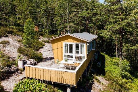 Denne hytta på Sand ligger ute til under 500.000 kroner. Men det er selvsagt noen «haker».