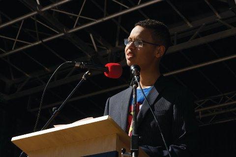 Eric Ekeberg Nilsen er leder av Grenland sosialistiske ungdom og ble ukens vinner under Aksje-NM, i regi av E24.