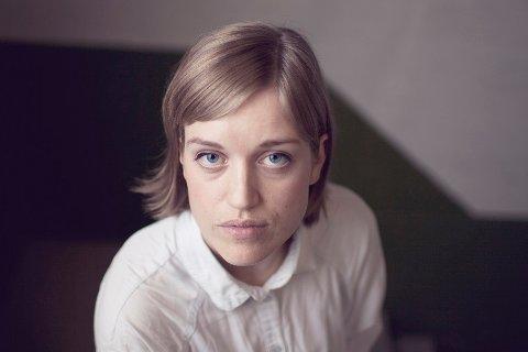 Amalie Kasin Lerstang (26) fra Notodden stikker av med den gjeve debutantprisen for 2014. Hun er utdannet fra Westerdals og jobber blant annet som redaktør i tidsskriftet Fanfare.