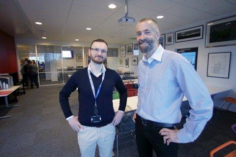 NY REDAKTØR: Einar Tho (t.h.) er ny ansvarlig redaktør i Haugesunds Avis. Administrerende direktør Øystein Vormestrand til venstre. Foto: Haugesunds Avis