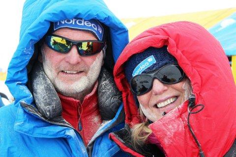 VERDENS HØYESTE FJELL: Ekteparet Leif Harald Bergseth og Tone Gravir befinner seg trolig på basecamp, hvor et skred har blitt utløst som følge av jordskjelvet i Nepal. Men de skal ha det bra, forteller Tones datter Amalie Bjerke Gravir til TA.