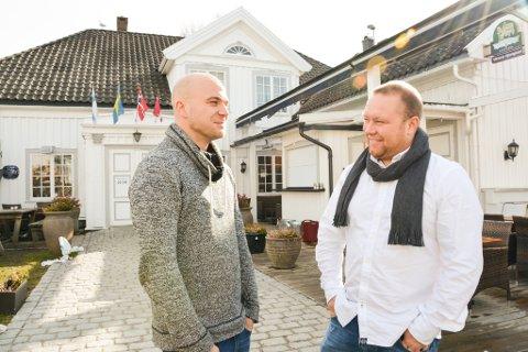 KJØKKENSJEF OG DAGLIG LEDER: Kim Kjell Mikael Sundin Bille og Andreas Kristiansen styrer Victoria gjestgiveri.