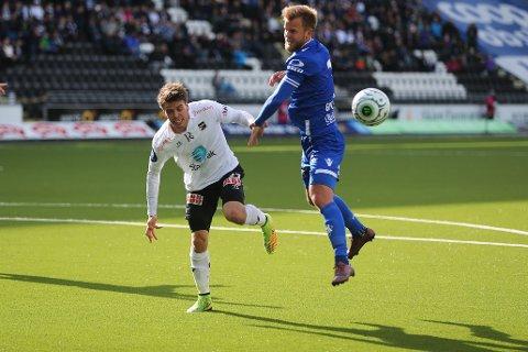 Odds Lars-Kristian Eriksen og Haugesunds Christian Gytkjær (t.h) i eliteseriekampen mellom Odd og Haugesund på Skagerak Arena.