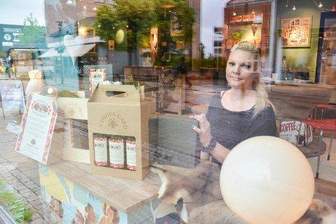 Hilde Anita Kåsa åpner dørene for Hildes gårdsbutikk og gaver  FOTO: ELLEN ESBORG