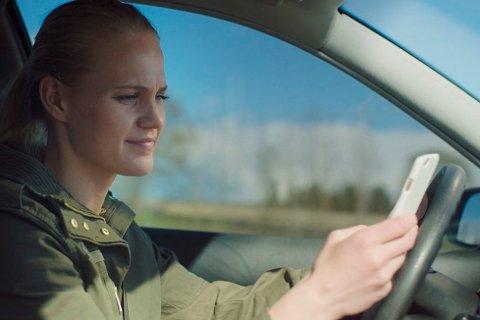 Skuespiller Ingebjørg Buen fra Tuddal vil vekke norske bilister med sterke virkemidler.