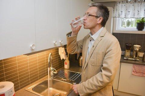 SUBSIDIERER: Renseanlegget i Hjartdal gir godt vann, men rådmann Rune Engehult må subsidiere utgiftene. Høye kommunale avgifter hadde blitt astronomiske med reell selvkost.FOTO: JARLE PEDERSEN