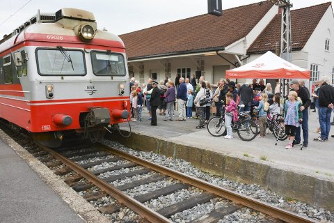 ELEKTRISK IGJEN: Etter flere år med dieseltog er Bratsbergbanen er igjen elektrisk.FOTO: JARLE PEDERSEN