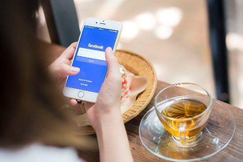 Blir forholdet mer spennende, hvis du ikke vet hva kjæresten driver med på Facebook?