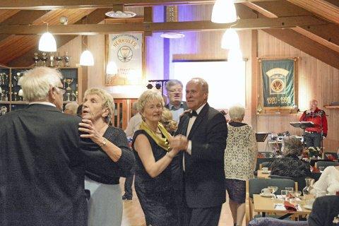 Danseglade: Kari og Gunnar Reinsborg fra Bø lever virkelig opp til navnet De danseglades forening. I år fikk de med seg nyttårsdansen også, ellers er de fast i Skien hver onsdag.foto: roar hushagen