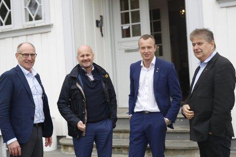 Forhandling: Forhandlingsutvalget går inn for sammenslåing mellom Telemark og Vestfold. Fv Hans Edvard Askjer, Rune Hogsnes, Sven Tore Løkslid og Kåre Pettersen. foto: Christine Nevervik