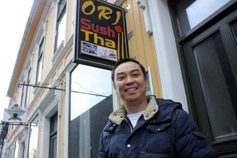 GLAD: - Jeg er veldig glad for at politiet nå har henlagt saken, og at jeg er renvasket for anklager om vold, sier innehaver Johnny Nguyen ved Ori sushi bar.