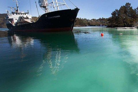 Fartøyet M/S Sandstrand har blitt anmeldt for anleggelse av strender uten tillatelse.