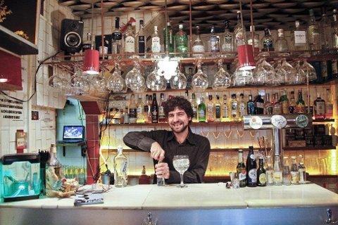 Bar Pesca Salada i Barcelona er ikke mye større enn en boks med sardiner. FOTO: Annika Goldhammer/TT